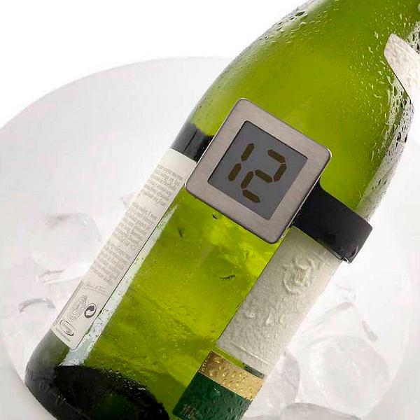 Specjalistyczne termometry do pomiaru temperatury w kieliszku są w sprzedaży - ale fiksacje i pedantyzm mogą zepsuć niejedną kolację.
