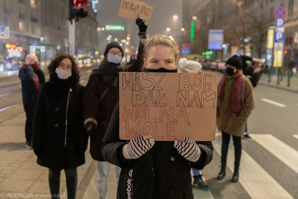 Protest w związku z zaostrzeniem prawa aborcyjnego w Warszawie
