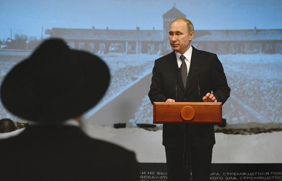 Władimir Putin podczas wizyty w moskiewskim Muzeum Żydowskim i Centrum Tolerancji z okazji 70. rocznicy wyzwolenia obozu Auschwitz
