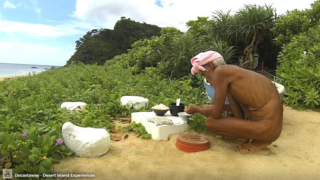 Nagi pustelnik spędził 29 lat na bezludnej wyspie. Niedawno został z niej usunięty siłą, bo władze uznały, że jest za słaby na to, by tam pozostać