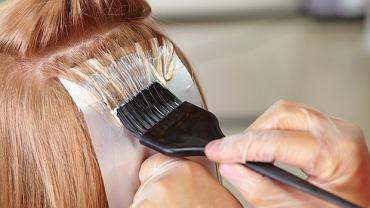 Farbowanie włosów w ciąży - większość lekarzy zaleca, aby wstrzymać się z nim do drugiego trymestru