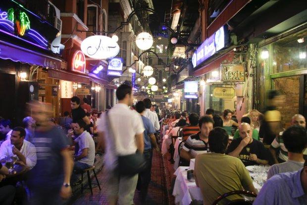 Imprezowy dystrykt w poblizu słynnego placu Taksim, fot. paul prescott / shutterstock.com