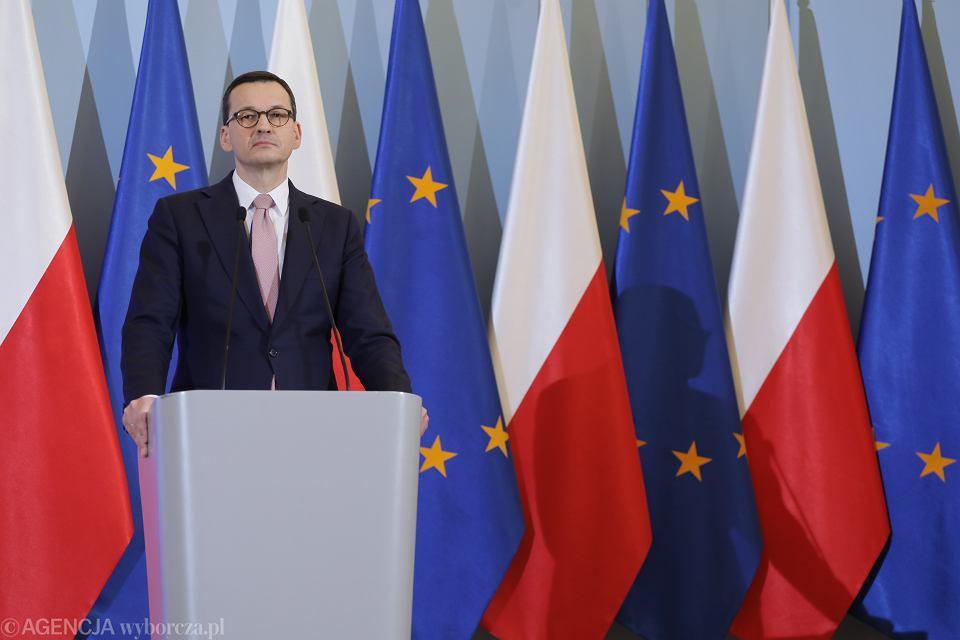 Konferencja premiera rządu PiS Mateusza Morawieckiego ws. epidemii koronawirusa w Polsce. Warszawa, 13 marca 2020