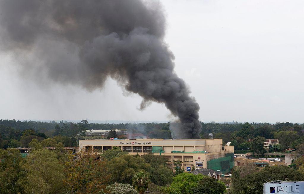 Dym nad centrum handlowym w Kenii