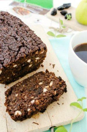 Ciasto czekoladowe z kaszy gryczanej i śliwek