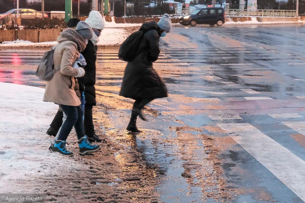 IMGW wydało ostrzeżenie pierwszego stopnia przed śniegiem i oblodzeniem