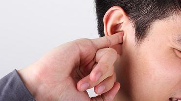 Zatkane ucho - jak sobie z nim radzić?