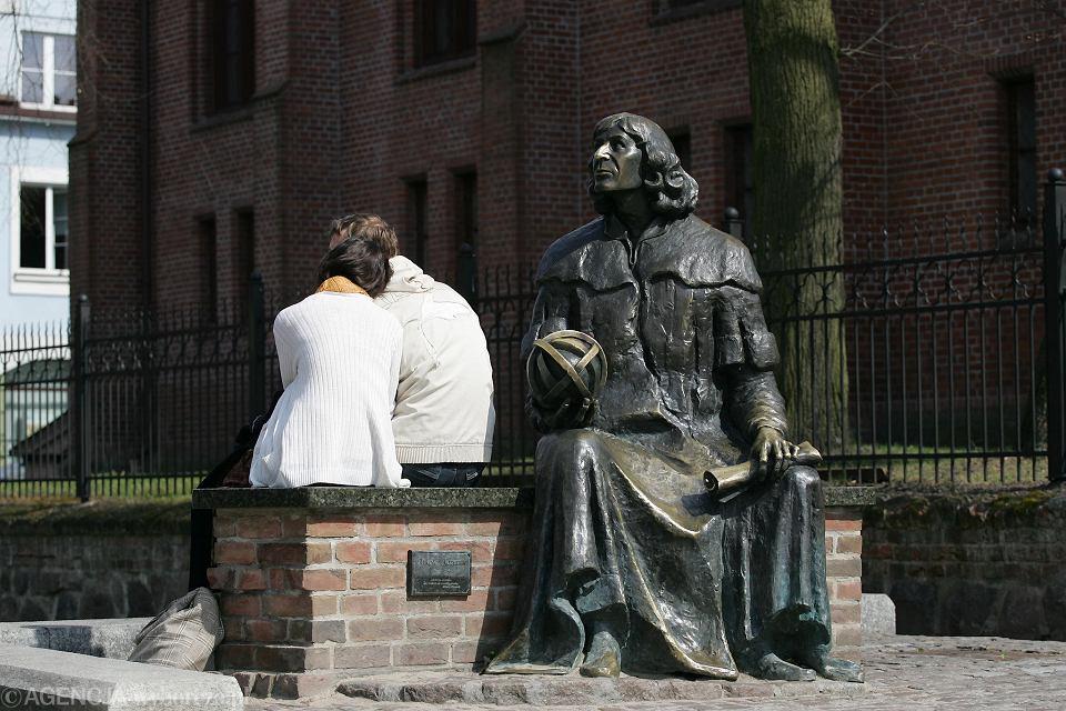 Ławeczka Mikołaja Kopernika przy zamku w Olsztynie