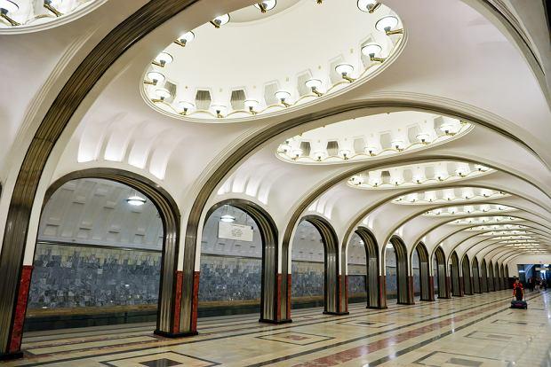 Kolej miejska metro. Moskwa / shutterstock
