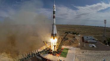 Start rakiety Sojuz z kosmodromu Bajkonur w Kazachstanie (dzierżawionego przez Rosję).