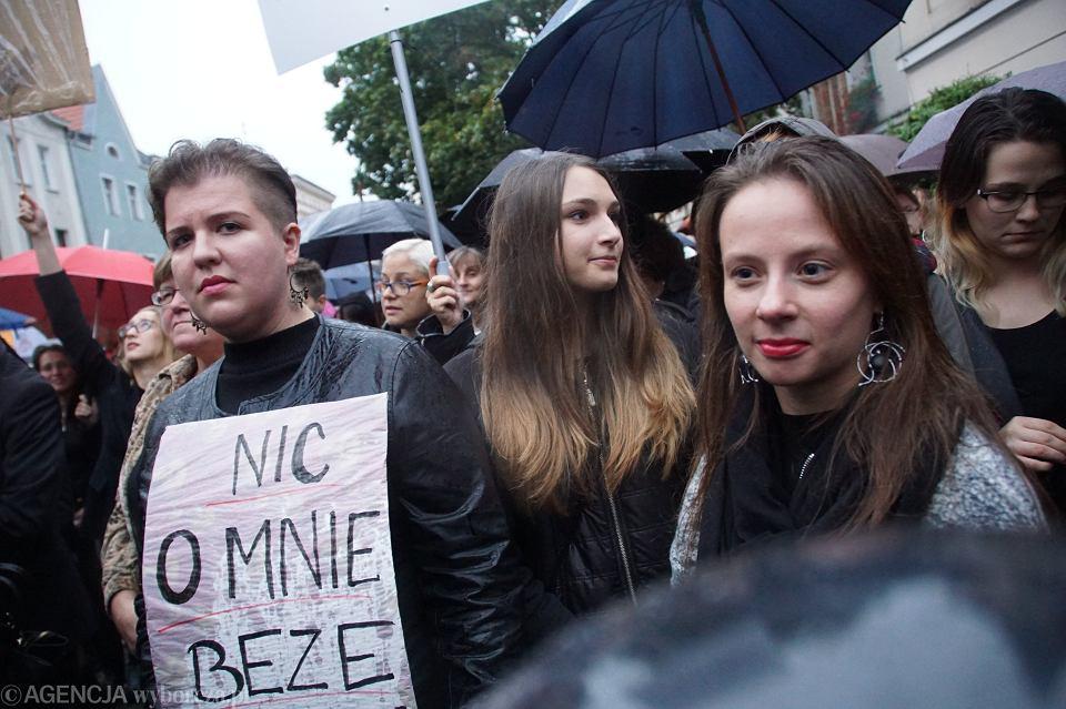 Zdjęcie numer 74 w galerii - Czarny protest w Zielonej Górze: