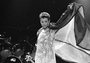 Wokalistka Dolores O'Riordan zmarła 15 stycznia 2018 w wieku 46 lat.  Postanowiliśmy odświeżyć pamięć o artystce i zebraliśmy dla Was 10 najlepszych, według nas, utworów grupy The Cranberries.