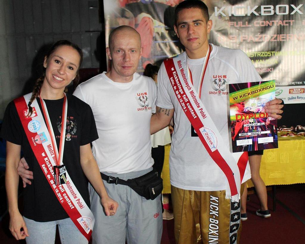 Dagmara Tchorek i Damian Soczewka z trenerem Piotrem Paśnikiem (w środku)