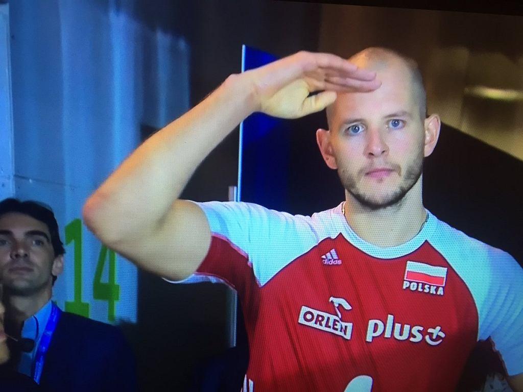Bartosz Kurek, a w tle Giba