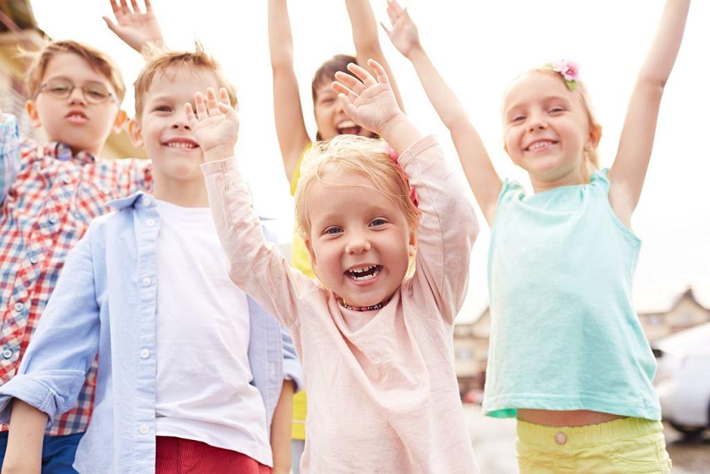Dzień Dziecka 2018 już w piątek! Życzenia na Dzień Dziecka dla dorosłych muszą różnić się od tych, które składane są młodszym? Niekoniecznie. Mali czy duzi, dobrze jest poczuć się czasem dzieckiem.