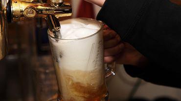 Brytyjska sieć pubów chce płacić za chodzenie do baru