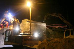 Nocne wyburzanie wiaduktu na ul. Bardziej/Buforowej