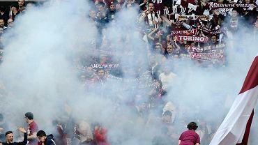 Na trybunach w Turynie wybuchły petardy