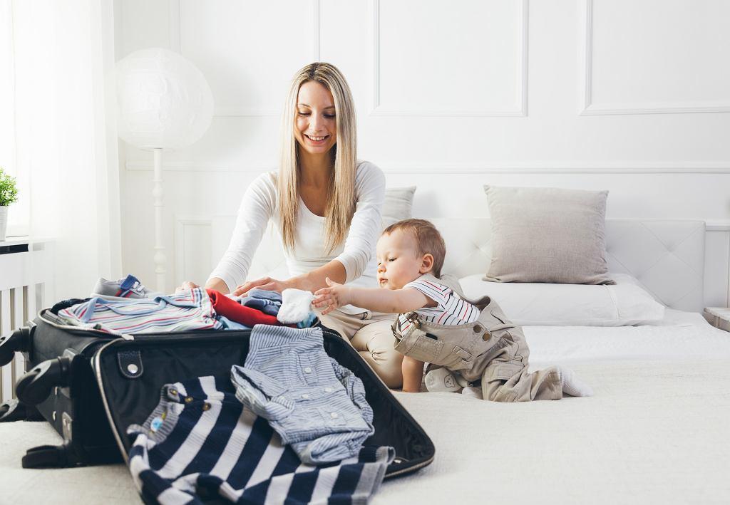 Co spakować na wakacje z niemowlakiem za granicę?