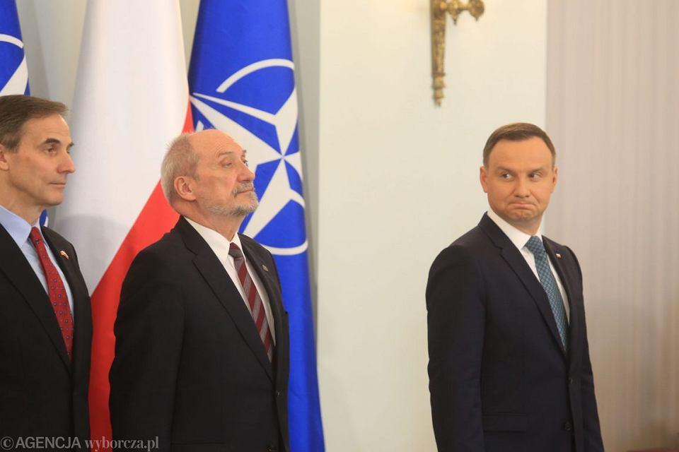 Kwiecień 2017, Antoni Macierewicz i Andrzej Duda podczas spotkania prezydenta z naczelnym dowódcą NATO w Europie generałem Curtisem Scaparrottim