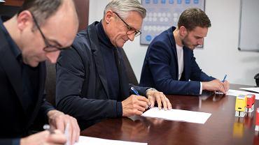 Adam Nawałka podpisuje kontrakt z Lechem Poznań