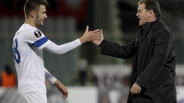 """Trener Lecha Jan Urban (z prawej) i pomocnik """"Kolejorza"""" Dariusz Formella"""