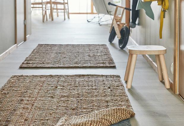 Jak dobrać dywany do wąskiego przedpokoju? Te top 18 podkręci aranżację