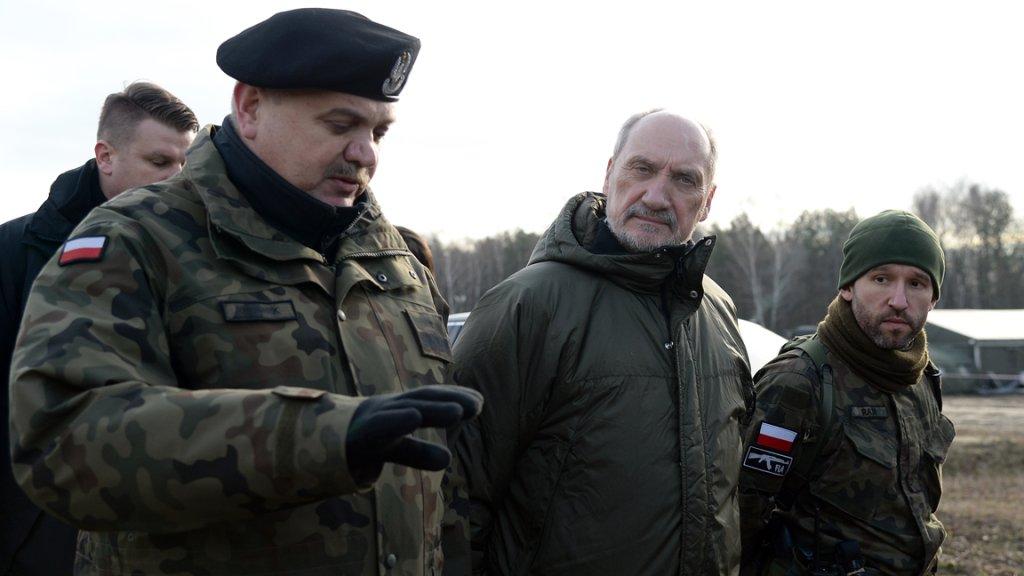 Szef MON Antoni Macierewicz na ćwiczeniach organizacji proobronnych