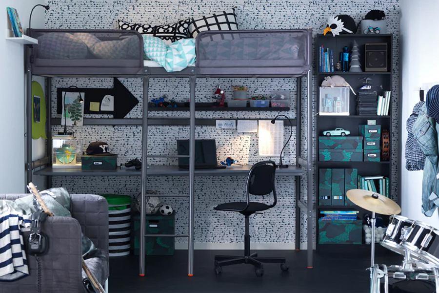 Łóżka piętrowe dla dzieci z biurkiem