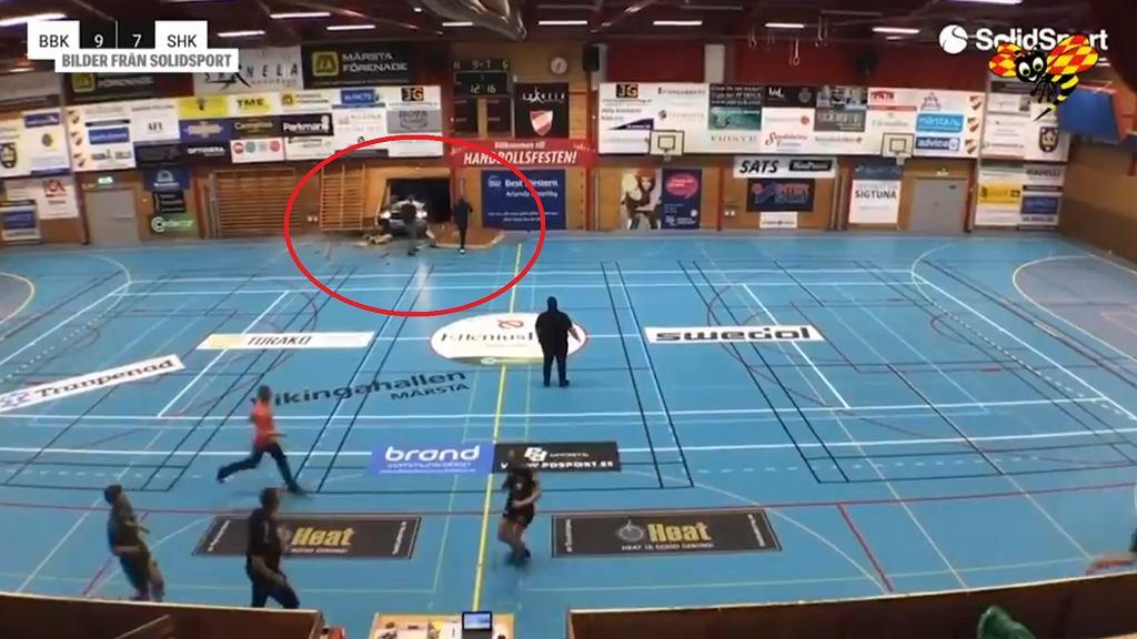 Samochód wbił się w ścianę podczas meczu piłki ręcznej w Szwecji