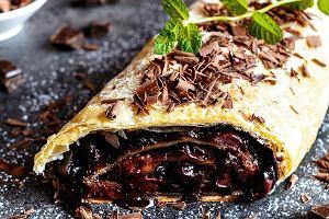 Strudel z wiśniami i czekoladą