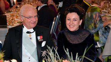 10.12.2019, Olga Tokarczuk w towarzystwie króla Szwecji Karola XVI Gustawa na bankiecie noblowskim.