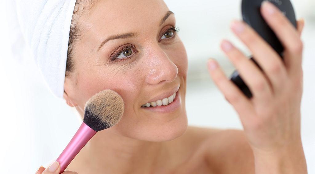 Prosty makijaż odmładzający krok po kroku