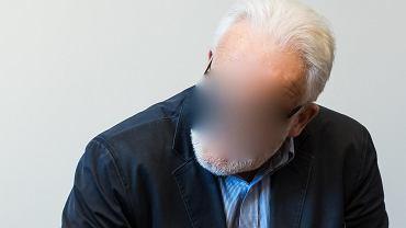 Lekarz R. prowadził operację podczas której w ciele pacjenta zaszyto dwie chusty chirurgiczne. Mężczyzna stanął przed sądem
