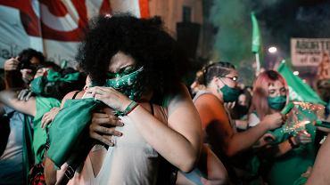 Zwolennicy legalizacji aborcji podczas manifestacji w Argentynie.