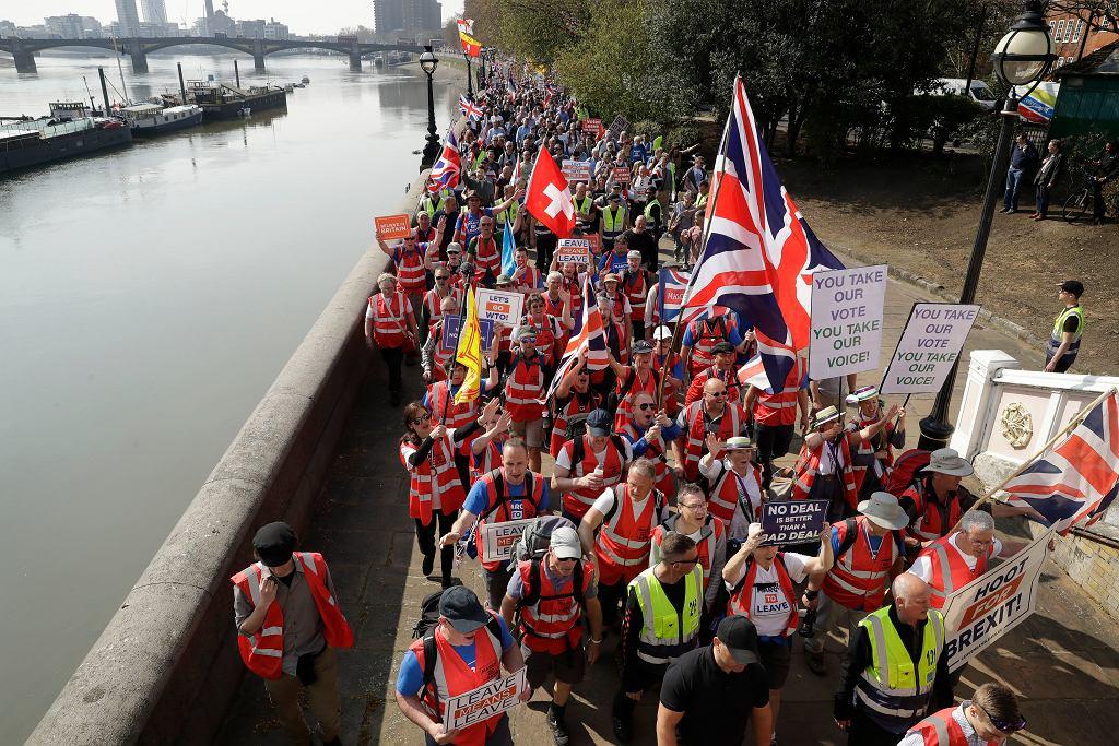 Zwolennicy brexitu protestują w Londynie. 'Marsz za wyjściem'