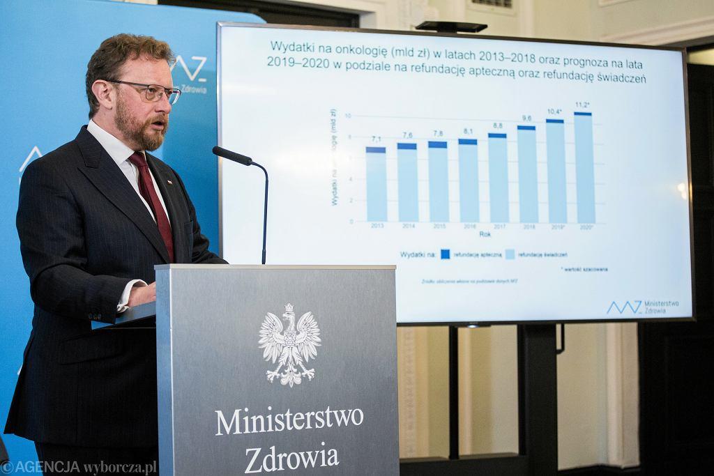 Minister Zdrowia Łukasz Szumowski podczas konferencji prasowej dotyczącej sytuacji w onkologii.