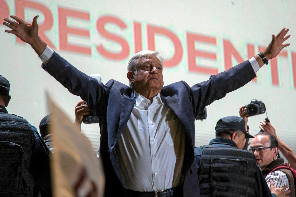 1.07.2018, Meksyk, Andres Manuel Lopez Obrador celebruje zwycięstwo w wyborach prezydenckich.