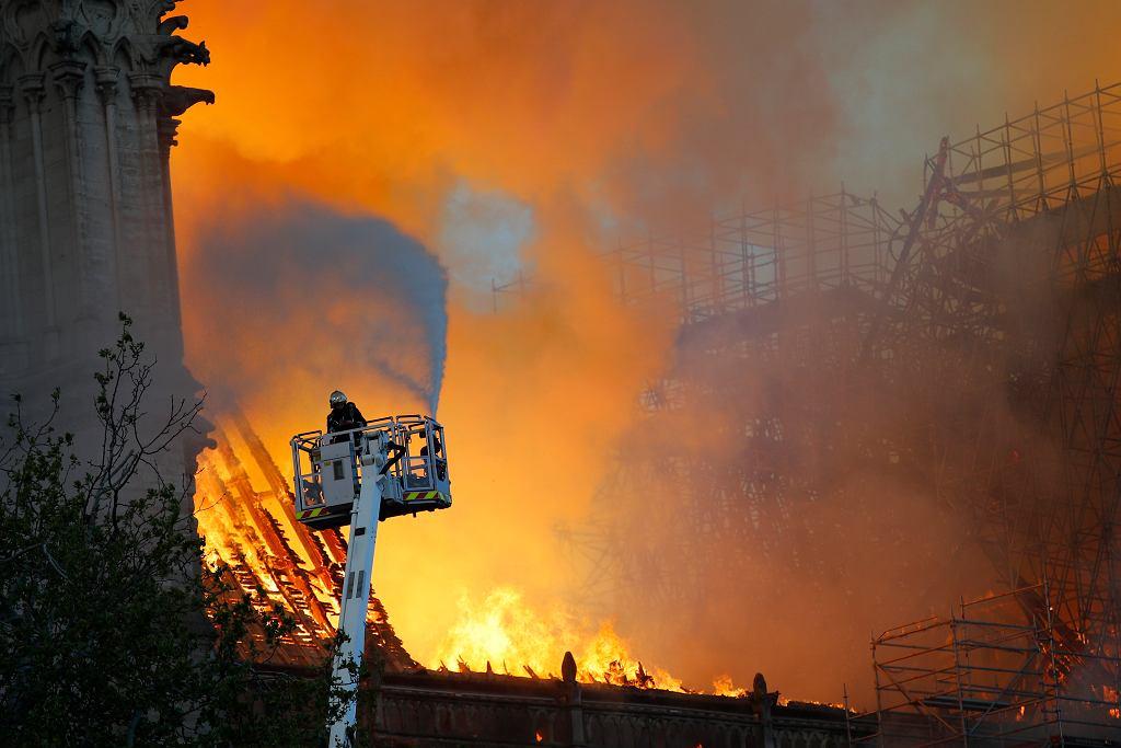 Paryż. Pożar katedry Notre Dame