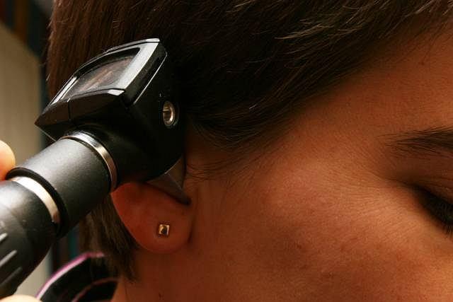 Wziernikowanie ucha pozwala ocenić drożność przewodu słuchowego, czyli odcinka biegnącego od małżowiny usznej do błony bębenkowej, a także wnętrze ucha środkowego