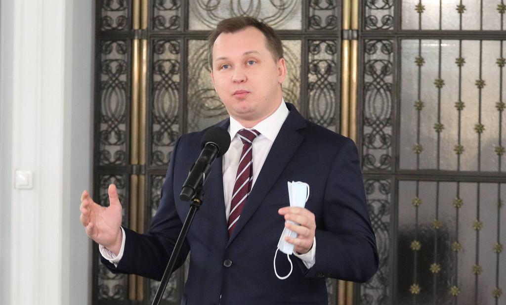 Mariusz Kałużny na konferencji Solidarnej Polski w Sejmie.