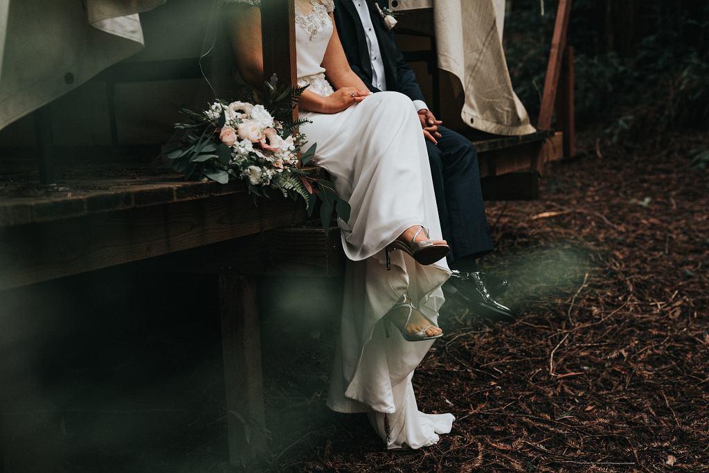 Sukienka na ślub cywilny 2021 - modne modele i kolory na tę wyjątkową okazję
