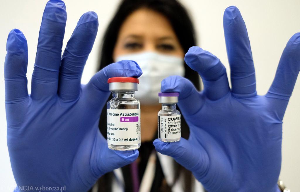 Coraz więcej mówi się o konieczności szczepienia pacjentów trzecią dawką szczepionki COVID-19
