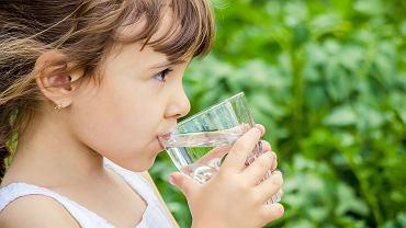 Polidypsja u dziecka, czyli nadmierne pragnienie może pojawić się, gdy organizm traci płyny w związku z poceniem się, które towarzyszy dużemu wysiłkowi fizycznemu, wysokiej temperaturze otoczenia czy gorączce.