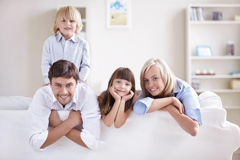 Program Mieszkanie dla Młodych polega na dofinansowaniu wkładu własnego do kredytu hipotecznego zaciągniętego na zakup pierwszego mieszkania.