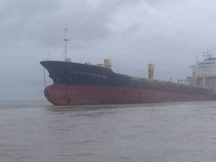 Statek widmo na mieliźnie w pobliżu Rangun