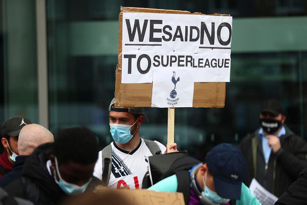 Protest kibiców Tottenhamu przeciwko planom powołania Superligi