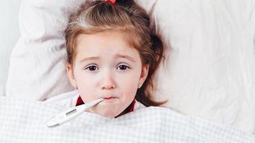 Stan podgorączkowy u niemowlaka, dziecka czy osoby dorosłej, może mieć wiele przyczyn. Najczęściej stoją za tym infekcje - tak górnych dróg oddechowych, jak i dróg moczowych.
