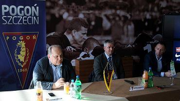 Prezes Jarosław Mroczek, trener Dariusz Wdowczyk i Grzegorz Smolny
