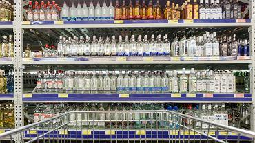 Sklepy w Mińsku i w Homlu od środy sprzedają alkohol bez ograniczeń, gdy wcześniej robiły to jedynie w godz. 9-22.